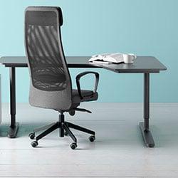 Kancelářský stůl ze dřeva