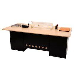 Drevený kancelársky stôl